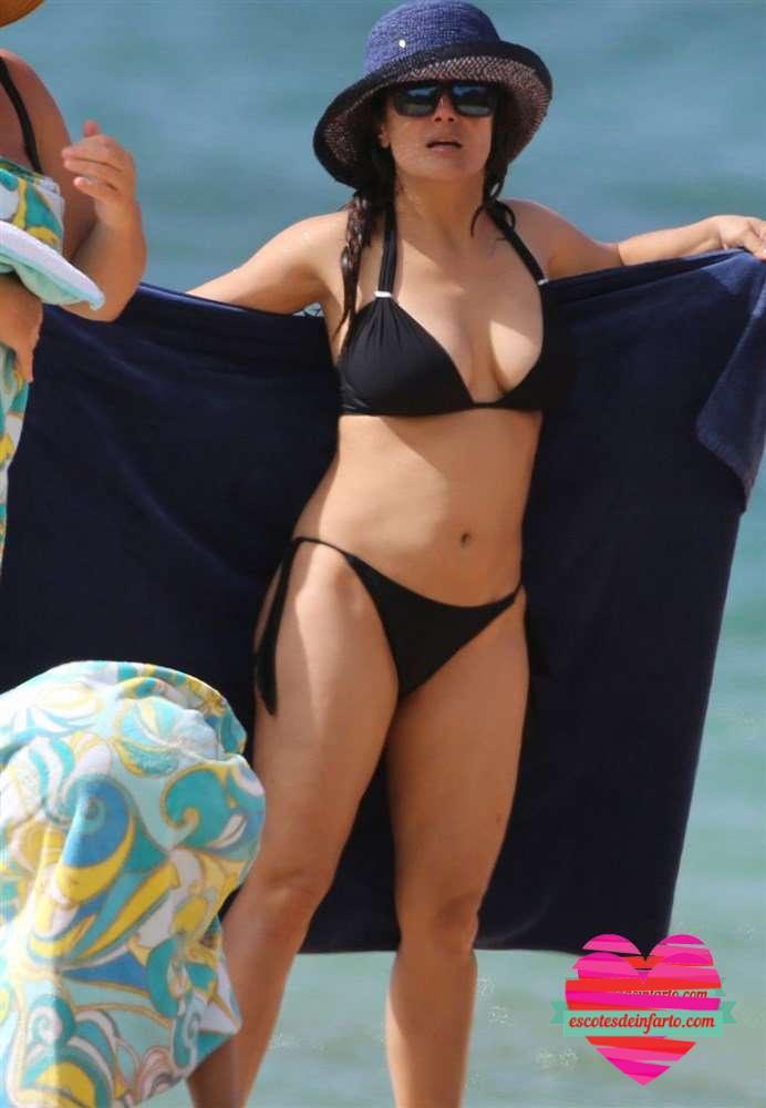 Las fotos de Salma Hayek en la playa