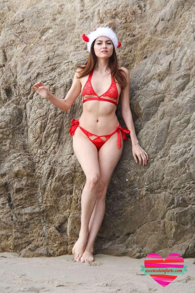 Blanca Blanco en sexy bikini