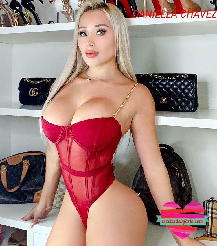 Daniella Chávez en ropa interior roja