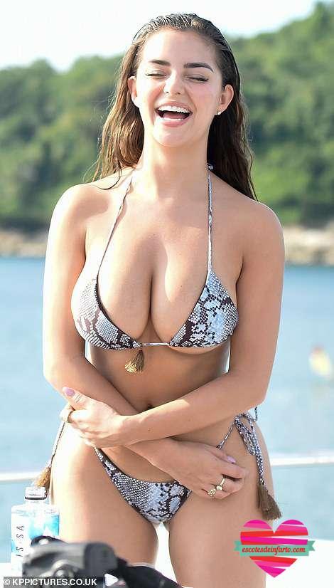 El minúsculo bikini de Demi Rose