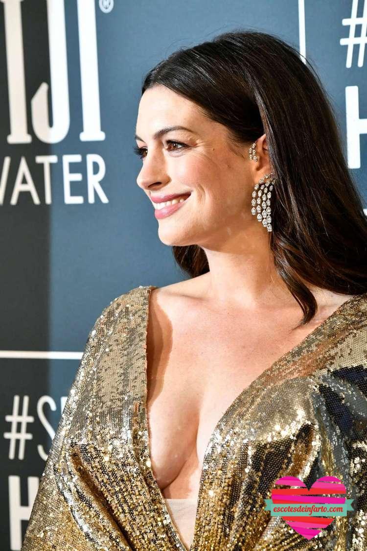 El sexy escote de Anne Hathaway