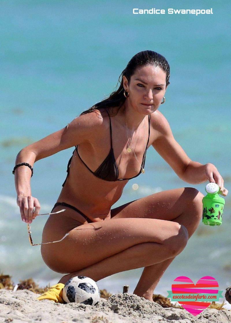 Candice Swanepoel juega en la playa