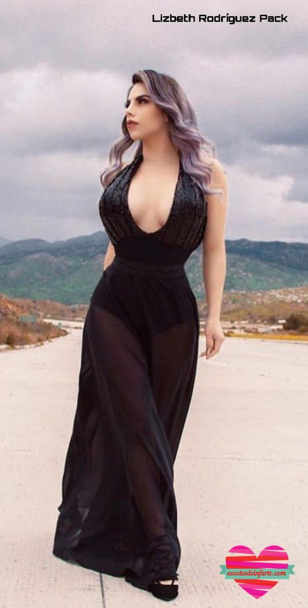 Lizbeth Rodríguez con vestido escotado negro en una carretera