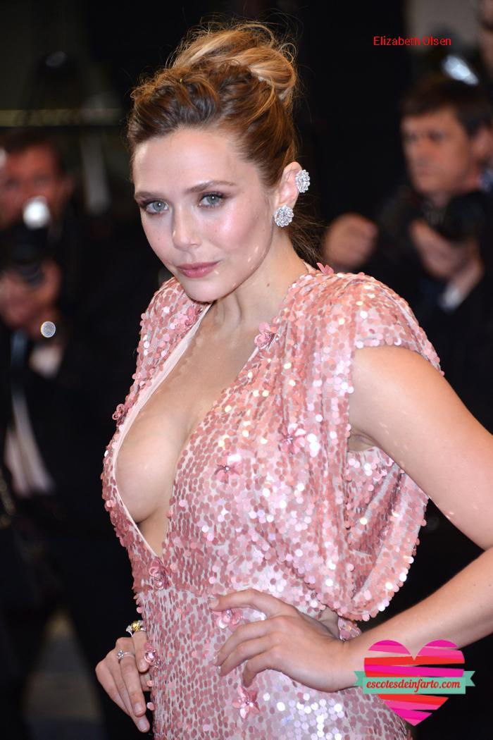 Elizabeth Olsen traje rosa y tetas
