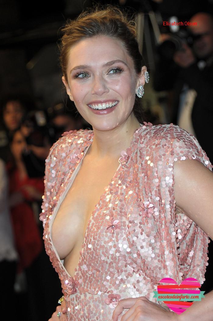 Elizabeth Olsen escote se le ve el pecho