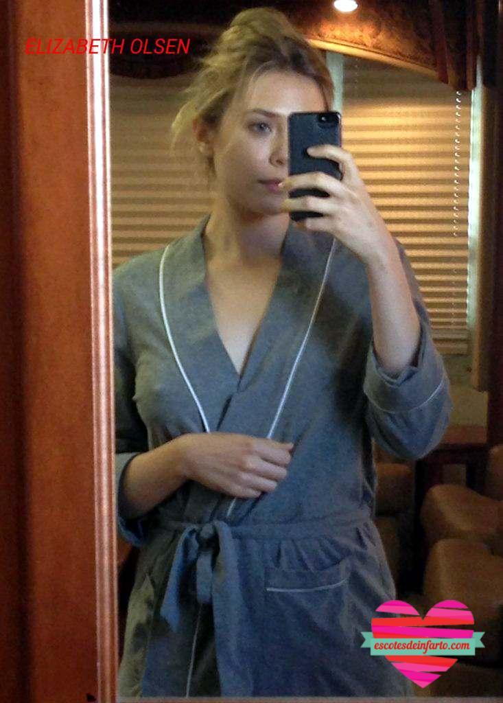 Elizabeth Olsen selfie en bata