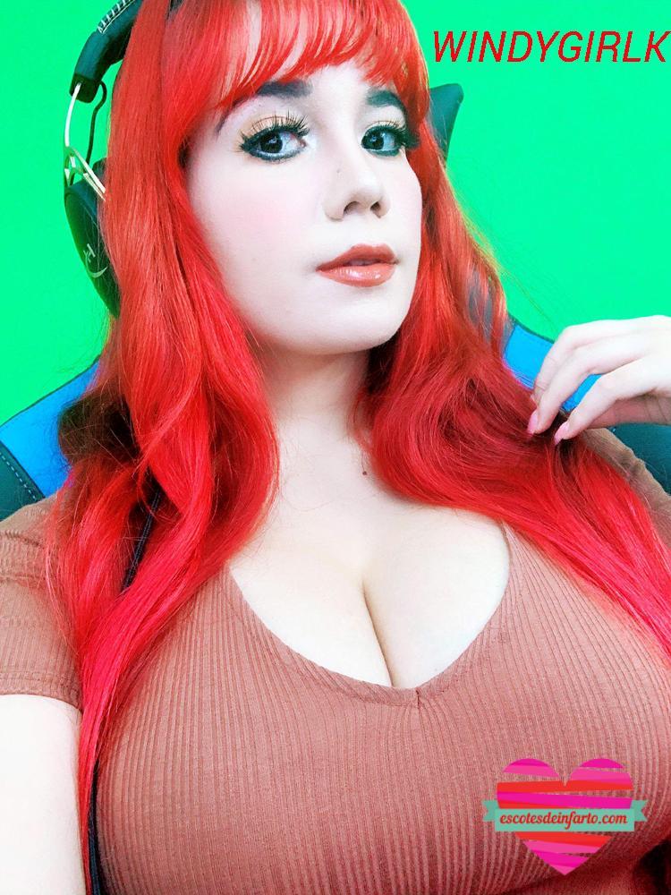 Windygirk pelo rojo muestra pechos