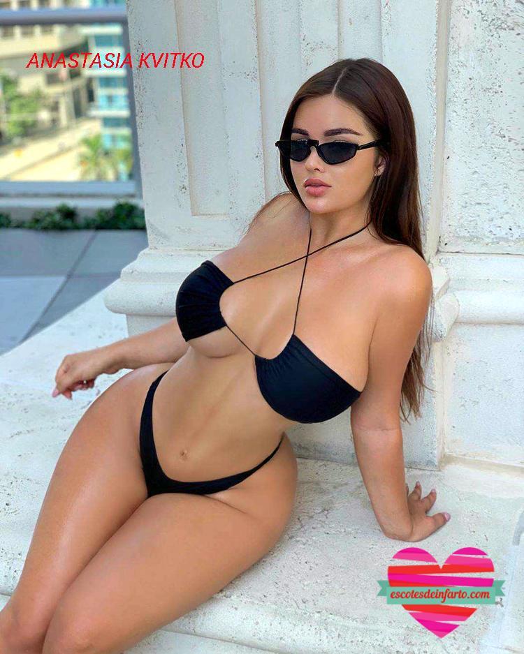 Anastasia Kvitko con bikini negro