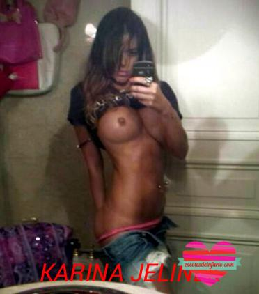 Karina Jelinek selfie tetas