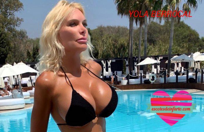 Yola Berrocal en la piscina con bikini negro