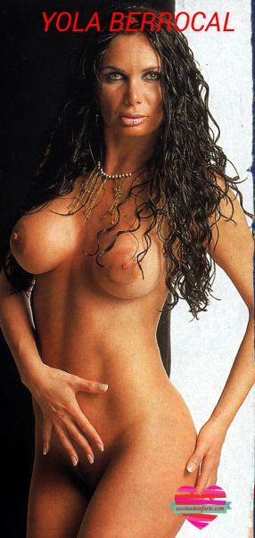 Yola Berrocal posa desnudo integral de pie