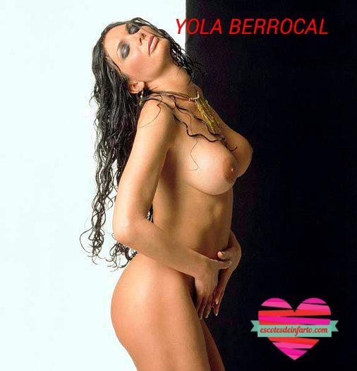 Yola Berrocal con fondo blanco y negro